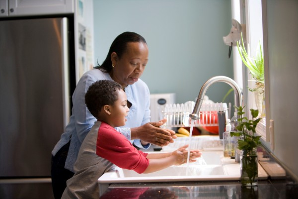 kid and parent washing hands